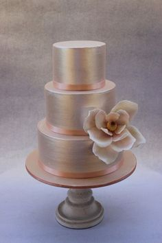 Need wedding cake ideas? We got you covered with over unique, simple, elegant, and beautiful wedding cake design inspirations. Informations About 121 Amazing Wedding Cake Ideas You Will Love Metallic Cake, Metallic Wedding Cakes, Elegant Wedding Cakes, Beautiful Wedding Cakes, Gorgeous Cakes, Wedding Cake Designs, Pretty Cakes, Amazing Cakes, Gold Wedding