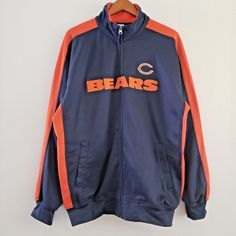 This quality NFL jacket is in excellent condition. A real must have for Bears fan. Nfl Chicago Bears, Nfl Team Apparel, Men's Coats And Jackets, Women's Tops, Football Team, Blazer Jacket, Motorcycle Jacket, Track, Blouses
