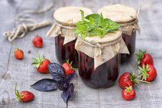 It would seem that it can be unusual: berries, sugar - here's your jam . If you approach the issue with imagination, then the result will really be th Jam Recipes, Holiday Recipes, Chutney, Healthy Dessert Recipes, Desserts, Strawberry Jam, Popular, Crepes, Preserves