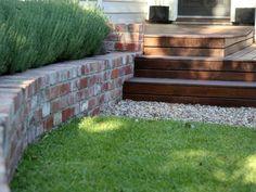 63 Ideas backyard fence brick retaining walls for 2019 Retaining Wall Bricks, Backyard Retaining Walls, Brick Paving, Brick Fence, Backyard Fences, Backyard Landscaping, Brick Courtyard, Landscaping Ideas, Small Retaining Wall