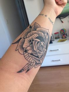 Rosa Pontilhismo | Tatuagem.com (tatuagens, tattoo)