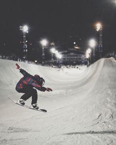 Steezy! : @scottyjames31 : @blattphoto . . . #PeakSnowboarding #Snowboarding #Snowboarder #Snow #Snowboard #Halfpipe #PowderDay #SnowboardCompetition
