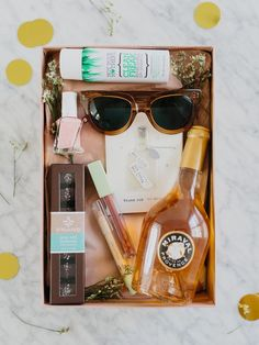 Bachelorette Gift Box DIY for the Perfect Party Favors / Gift Bags and Ideas Source by jenpinkston Wrapping Gift, Diy Foto, Chalk Paint Mason Jars, Bachelorette Party Gifts, Bachelorette Weekend, Bachlorette Favors, Bachelorette Ideas, Diy Hanging Shelves, Diy Gift Box