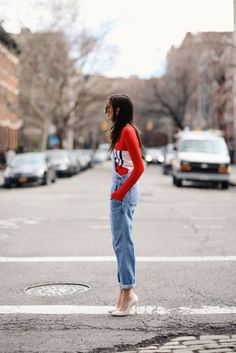 This look with scarpin Leather Overalls, Denim Overalls, Dungarees, Street Style Summer, Summer Fashion Outfits, Long Sleeve Tops, My Style, Womens Fashion, How To Wear