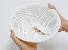 oodesign O Design / Design Office | String Strainer, can easily remove stuff stuck in between by spreading strings.