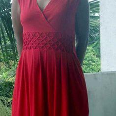 robe rouge à plis losanges > Mon univers coloré (Zoé)