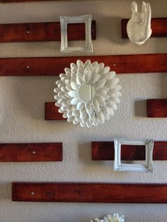 Such a fun and simple craft that makes a HUGE impact! Plastic Spoon Mirror, Plastic Spoon Crafts, Plastic Spoons, Recycle Plastic Bottles, Arts And Crafts Projects, Diy Home Crafts, Decor Crafts, Diy Projects, Small Round Mirrors