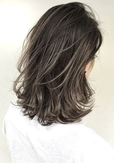 Long Wavy Ash-Brown Balayage - 20 Light Brown Hair Color Ideas for Your New Look - The Trending Hairstyle Brown Hair With Blonde Highlights, Brown Hair Balayage, Hair Color Balayage, Hair Highlights, Ombre Hair, Light Brown Hair, Dark Hair, Grey Hair, Medium Hair Styles