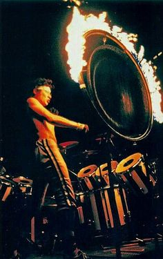 Alex Van Halen lighting up the ring! Alex Van Halen, Eddie Van Halen, Sammy Hagar Van Halen, Rock And Roll Bands, Rock N Roll, Gi Joe, Van Halen Fair Warning, Wolfgang Van Halen, David Lee Roth