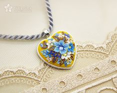BLUE FLOWERS yellow pendant. Heart shape silver tone by Filigrina