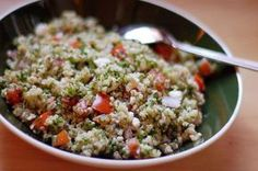 Avoid Soggy Quinoa: Helpful Tips from Bon Appetit Also, you can spread it out on a baking sheet after cooking and let it sit for 5 or more minutes. Bon Appetit, Quinoa Tabbouleh, Tabbouleh Recipe, Quinoa Salad, Clean Eating, Healthy Eating, Grain Salad, Quick Weeknight Meals, Make Ahead Lunches