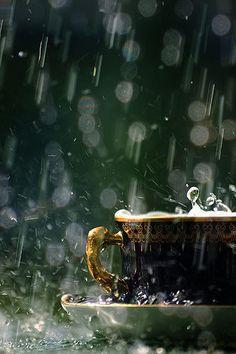 Café bajo la lluvia