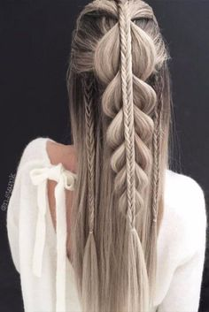 33 Cool Winter Hairstyles for the Holiday Season ★ Winter Hairstyles Ideas for Long Hair Picture 1 ★ See more: http://glaminati.com/cool-winter-hairstyles-holiday/ #hairstyleideas #braidstyles #braidhair