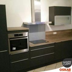 OSKAB  cuisine noir mate en L avec plan de travail en bois