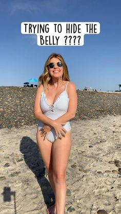Best Photo Poses, Poses For Pictures, Picture Poses, Beach Photography Poses, Portrait Photography, Girl Beach Pictures, Beach Photos, Beach Poses By Yourself, Plus Size Posing