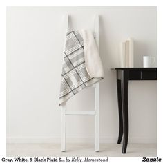 DIY - How To Build A Wood Pallet Wall - The Kelly Homestead Refinish Dining Tables, Refinishing Kitchen Tables, Painted Fireplace Mantels, Paint Fireplace, Modern Farmhouse Lighting, Farmhouse Decor, Farmhouse Style, Farmhouse Fireplace, Steel Wool And Vinegar
