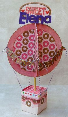 tutorial hot-air balloon--mobile for Marlowe's room Envelope Punch Board, Love Scrapbook, Scrapbooking, Air Balloon, Balloons, Paper Box Template, Basket Crafts, 3d Paper Crafts, Envelopes