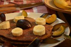 Der Frühstücksklassiker - Paleo Pfannkuchen mit Mandelmehl und Mandelmilch.