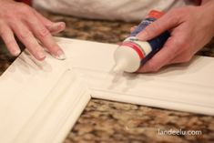 Need this for Super Dumb Saturday Craft . How to Make a Picture Frame Large Framed Mirrors, Large Frames, Large Picture Frames, Build A Picture Frame, Painted Picture Frames, Diy Projects To Try, Wood Projects, Craft Projects, Craft Ideas