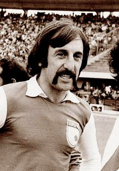 Pandolfi en Santa Fe (1975) 1975, School Football, Fes, Old School, Portraits, Passion, Club, Game, Beautiful