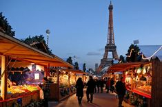 Celebrating Christmas In #Paris: Oysters And Champagne https://www.liveandinvestoverseas.com/travel/celebrating-christmas-in-paris/?utm_content=buffer39cad&utm_medium=social&utm_source=pinterest.com&utm_campaign=buffer