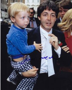 London May Paul McCartney and son James at Rags Club Mayfair for Ringo Starr and Barbara Bach Wedding Reception Beatrice Mccartney, James Mccartney, Paul Mccartney And Wings, Liverpool, Ohana, Foto Beatles, The Magical Mystery Tour, The Beatles Story, Sir Paul