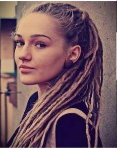 I like skinny dreads too. get dreadlocks:) hair styles for white girl dreads… Haircut Styles For Women, Short Haircut Styles, Long Hair Styles, White Girl Dreads, Dreads Girl, White People Dreads, Women With Dreadlocks, Pretty Dreads, Beautiful Dreadlocks