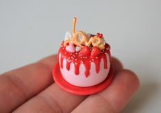 Cake with the inscription Love. Barbie cake for Barbie Food, Barbie Cake, Polymer Clay Cake, Polymer Clay Dolls, 50th Cake, Christmas Barbie, Twilight Movie, Tiny Food, Spaghetti And Meatballs