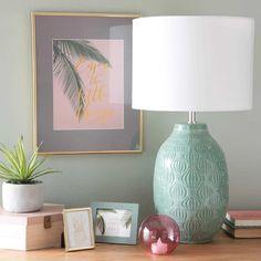 Lámpara de cerámica verde con pantalla blanca ALAO