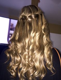 Cute hairstyle! Waterfall braid with curls.