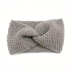 Handgestricktes Stirnband aus weicher und warmer Wolle. Jedes Stück ist in einer einzigartigen Weise, oder in kleinen Serien, gemacht, um seine Ursprünglichkeit zu bewahren. Mit Sorgfalt und Liebe in Regensburg gemacht.…