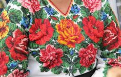 Schematic instructions for different stitches: Ukrainian vyshyvanka Yes, this is seed beads, Diy Bead Embroidery, Folk Embroidery, Different Stitches, Ukrainian Art, Needlepoint Canvases, Cross Stitch Kits, Wool Felt, Knitting, Crochet