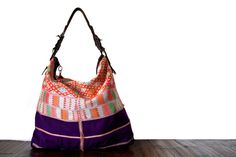 Le fabuleux sac à main week end idéal pour vos voyages et vos petites escapades. Ce sublime sac à Sac Week End, Handmade Bags, Drawstring Backpack, Backpacks, Artisanal, Fashion, Embroidered Bag, Purse, Craft Bags