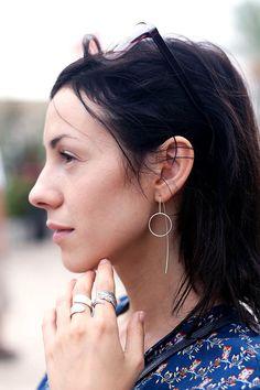 Ear Threader, Circle Silver Earrings, Dainty Dangle Earrings, Chain and Wire Jewelry, Geometric Earrings » Those earrings are so dainty, light and airy.