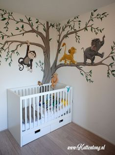 Mural Lion King and Jungle Book Baby Room Kattentong.nl Mural Lion King and Jungle Book Baby Room Kattentong. Jungle Baby Room, Baby Room Boy, Baby Bedroom, Nursery Room, Jungle Book Nursery, Unisex Baby Room, King Bedroom, Nursery Ideas, Lion King Nursery