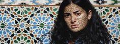 Il femminismo velato della fotografa marocchina Lalla Essaydi (gallery)