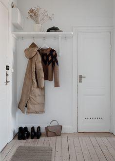 For the House - scandinavian interiors Put up: Nordic fashion cozy -> Danish cozy, Danish cozy, Dani Casa Hygge, Hygge Home, Scandinavian Interior Design, Beautiful Interior Design, Ikea Ekby, Flat Interior, Home Goods, Interior Decorating, House Design