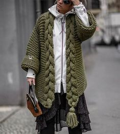 The Coat Olive perfectly matched with a white zipper hoodie - gorgeously layered on a polka dress. Streetstyle in Berlin. Winter Trends, Fashion Trends 2018, Mode Grunge, Pumpkin Recipes, Fall Recipes, Winter Stil, Chunky Cardigan, Fashion Outfits, Womens Fashion