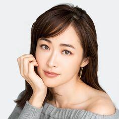 (2ページ目) 1日3分! ほうれい線&口元のシワを「コリトル」でほぐして脱・老け顔! | マキアオンライン(MAQUIA ONLINE) Beautiful Women, Skin Care, Lady, Japan, Beauty Women, Skincare Routine, Skins Uk, Skincare, Asian Skincare