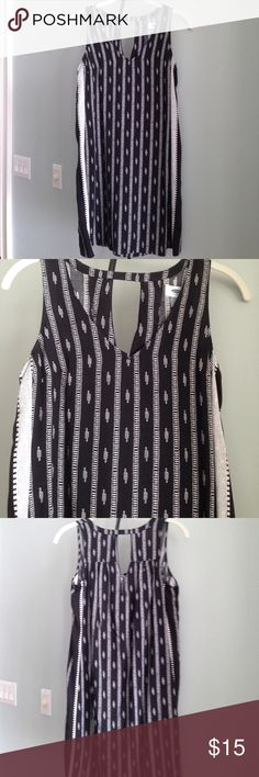 """OLD NAVY Sleeveless/Cutout Back Dress Details - Aztec Looking Print in Black and Ivory - V-Neck Front; Keyhole Back - No Pockets - Size XS (Comfortable Fit) -  Approx. 32.5"""" from Top to Bottom of Hem, Flat 18"""" Pit to Pit - In Excellent Condition; Only Worn a Couple Times and Hand Washed  Fiber Content: 100% Rayon Old Navy Dresses"""