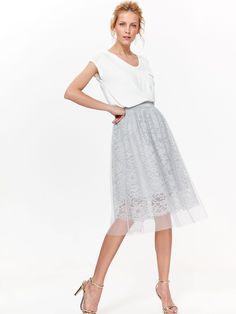 0634ce8069e5 Γυναικεία midi φούστα με δαντέλα τούλι   ελαστική μέση TOP SECRET. Συλλογή   Καλοκαίρι 2018. Χρώμα  Γκρι. Σύνθεση  100% Πολυεστέρας. Φόδρα  100%  Πολυεστέρας.