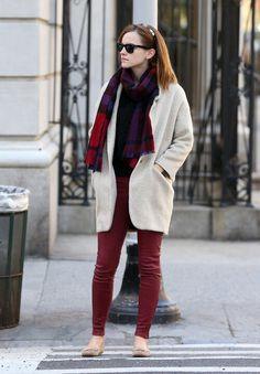 Emma Watson Daily, Emma Watson Style, Emma Watson Casual, Emma Watson Outfits, Cowgirl Style Outfits, Burgundy Pants, Clubwear, Casual Chic, Casual Wear