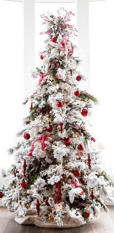 54 New Christmas Tree Decoration Ideas to Bring Holiday Cheer Part 23 White Flocked Christmas Tree, Elegant Christmas Trees, Traditional Christmas Tree, Christmas Porch, Christmas 2017, Christmas Colors, Christmas Time, Christmas Wreaths, Christmas Cookies