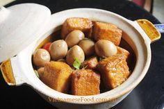 Braised Tofu with Quail Eggs Recipe (Trứng Cút Kho Đậu Hũ). Get more info at http://www.vietnamesefood.com.vn/vietnamese-recipes/vietnamese-food-recipes/braised-tofu-with-quail-eggs-recipe-trung-cut-kho-dau-hu.html