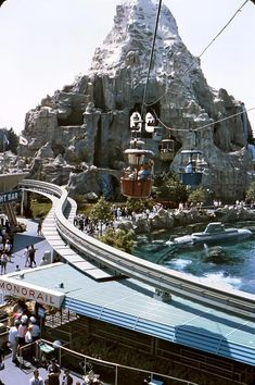 """""""Matterhorn, Disneyland I love all of the activity in this single photo! The skyway still running through the mountain, the original subs, and the classic signage. Disneyland History, Disneyland Photos, Vintage Disneyland, Disneyland California, Disneyland Secrets, Retro Disney, Old Disney, Disney Love, Disney Magic"""