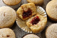 Vegan Jelly-Filled Muffins by Chow. Jelly doughnuts meet berry muffins in these subtly sweet vegan morning pastries. Choose whichever jam strikes your fancy for the filling, or try adding some chocolate or mashed bananas. Zucchini Muffins, Muffins Blueberry, Almond Muffins, Vegan Jelly, Vegan Sweets, Vegan Food, Bisquick, Muffin Recipes, Carne