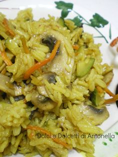 Riso al curry, ricetta etnica vegetariana The other day at the supermarket I bought some new spices, so I decided … Raw Food Recipes, Vegetable Recipes, Meat Recipes, Indian Food Recipes, Asian Recipes, Cooking Recipes, Healthy Recipes, Ethnic Recipes, Arroz Al Curry