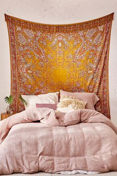 Oriel Medallion Tapestry 60$
