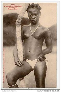 jeune femme au seins nus,ébrié.cote d'ivoire