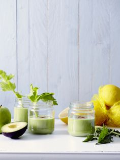 Groen is de kleur van de kracht! Ah ja, kijk maar naar de Hulk. Haal je groene groenten en fruit dus maar snel boven. Wassen, snijden en mixen… En je vitaminedrankje is klaar!